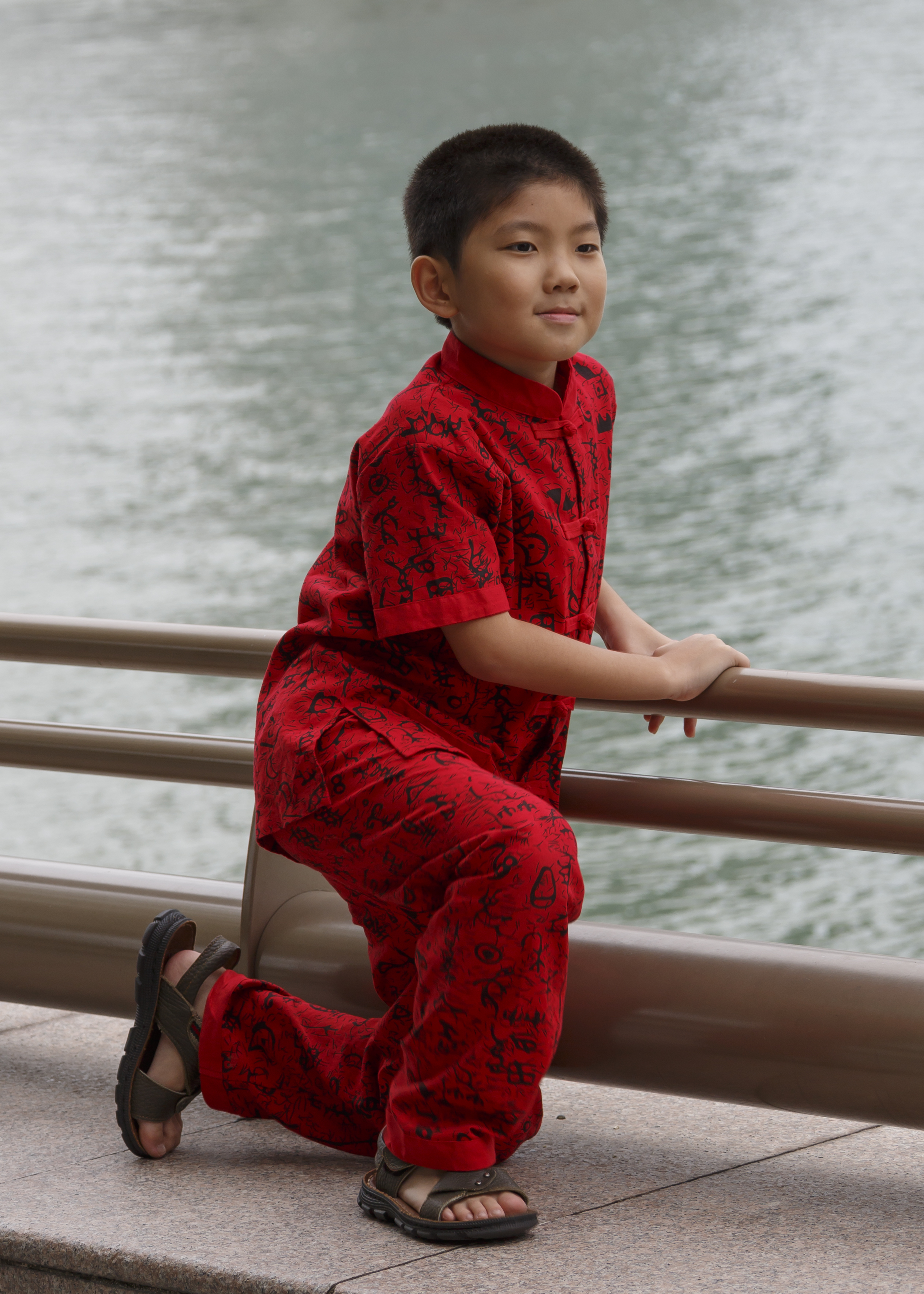 file singapore boy with red clothes during chinese new year 2015 wikimedia commons. Black Bedroom Furniture Sets. Home Design Ideas