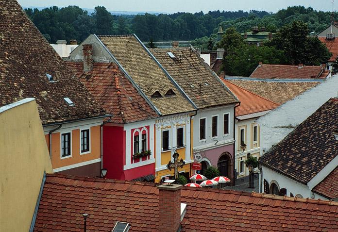 Toits du village de Szentendre près de Budapest - Photo de Mátyás Késmárki