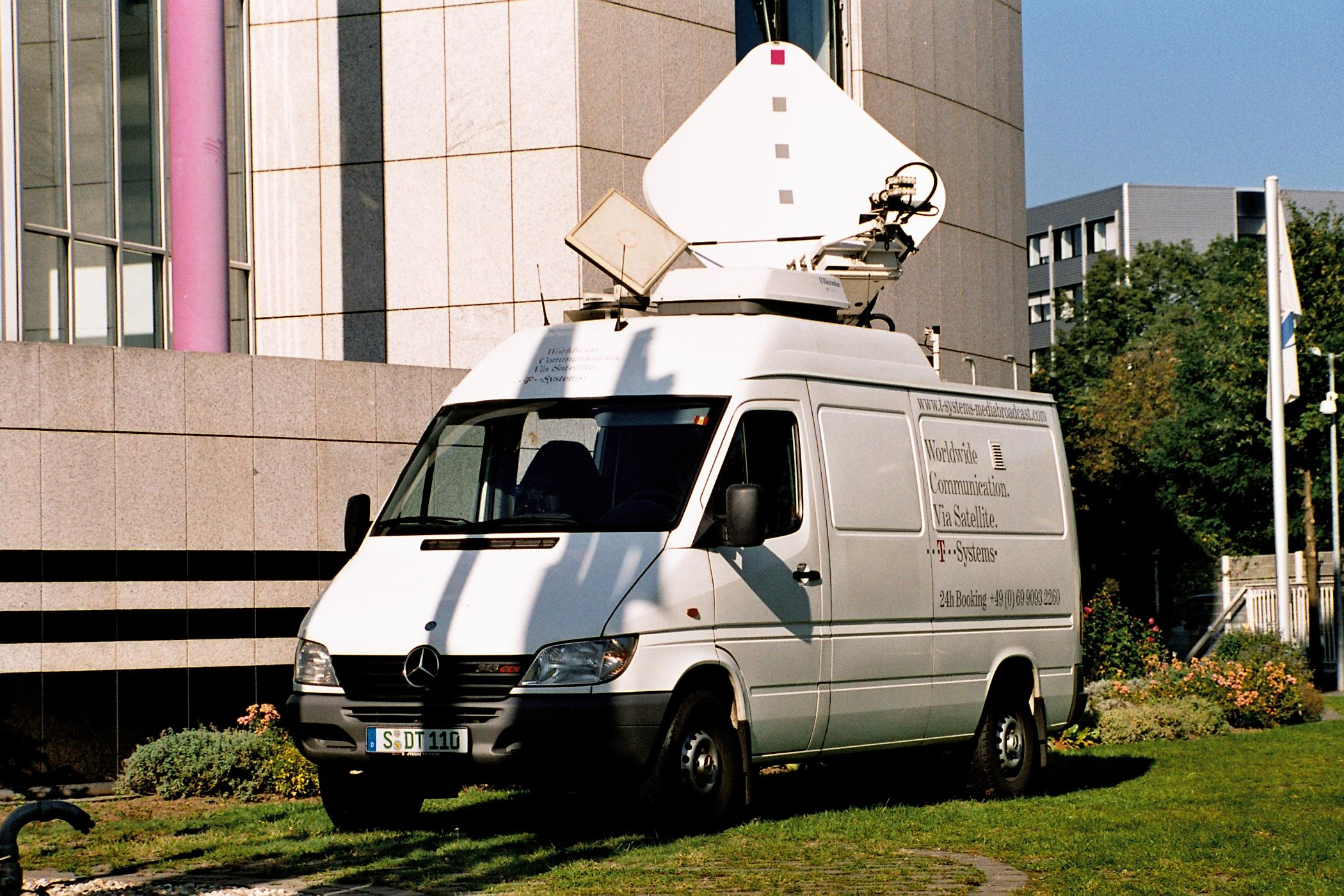 file t mobile satellite communication van jpg file t mobile satellite communication van jpg