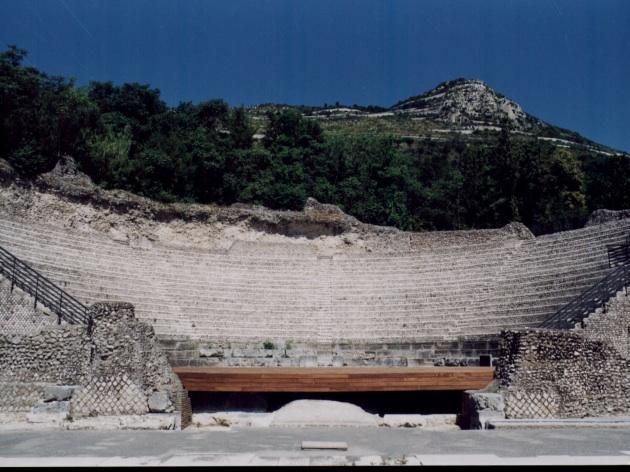File:Teatro romano di Casinum.jpg