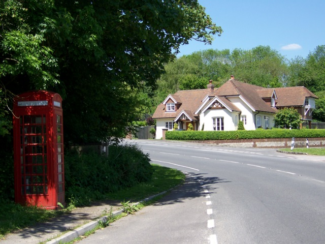 Telephone box, Itchen Abbas - geograph.org.uk - 1328437