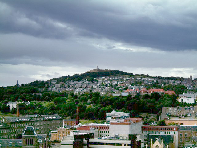 The Dundee Law - geograph.org.uk - 63200 (lighter ground).jpg