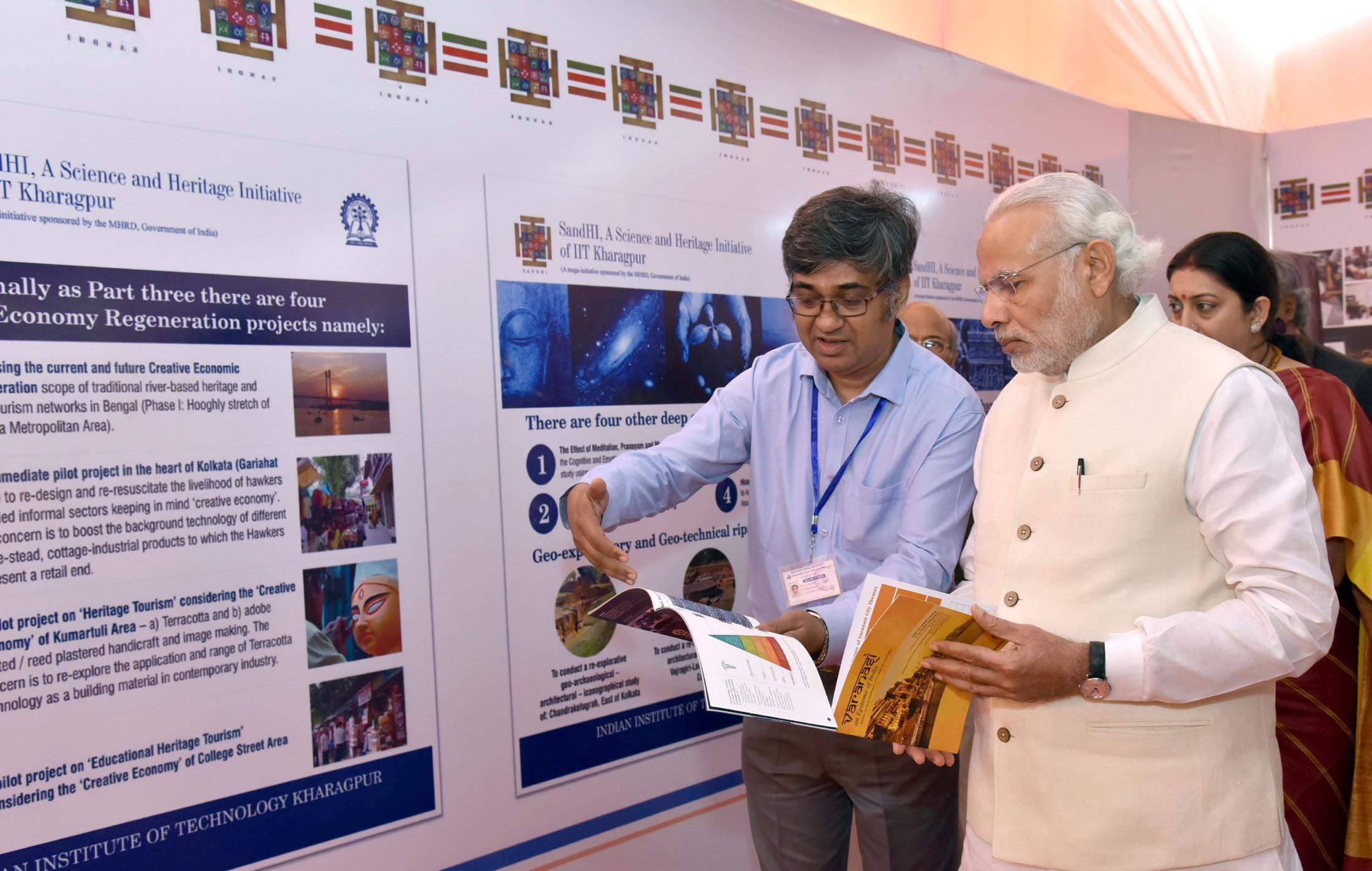 File:The Prime Minister, Shri Narendra Modi taking a round