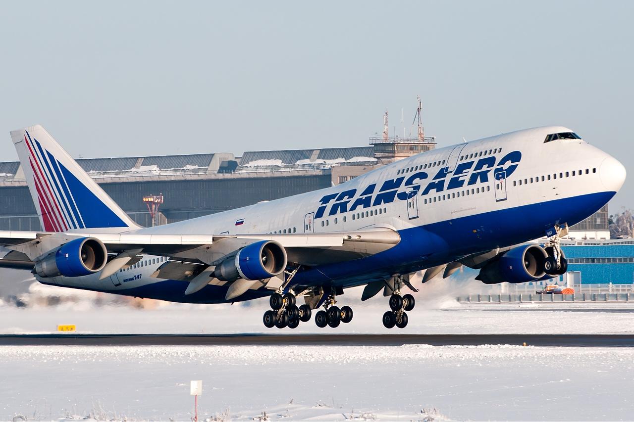 https://upload.wikimedia.org/wikipedia/commons/f/f9/Transaero_Boeing_747-300_Beltyukov-2.jpg
