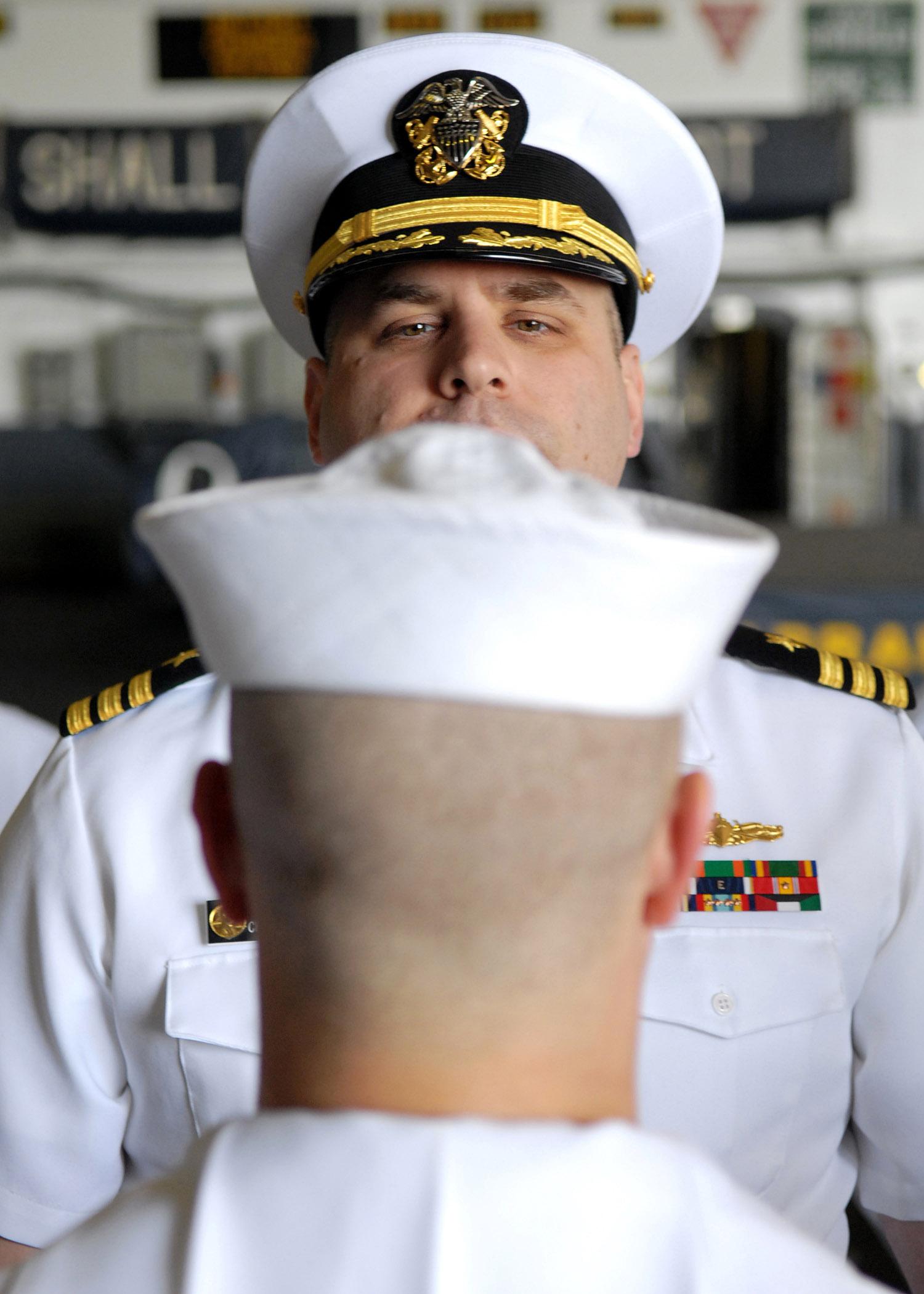 File Us Navy 070507 N 7981e 025 Cmdr Skip Huck