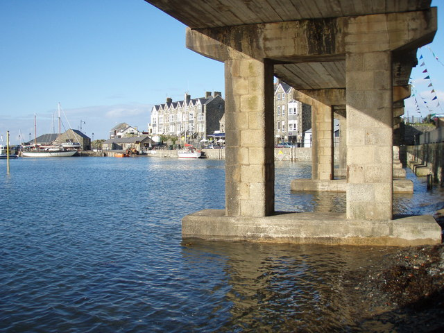 Under the concrete bridge, Barmouth Harbour - geograph.org.uk - 610574.jpg