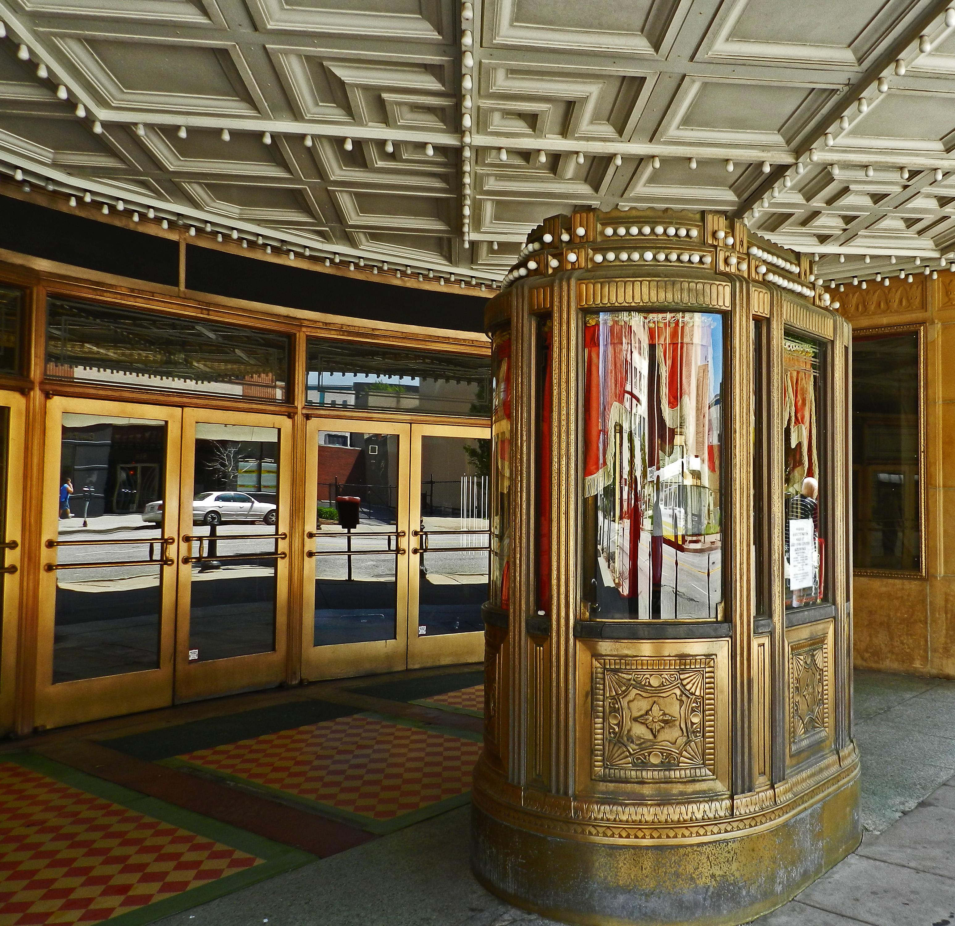 File:Warner Theater in Erie, PA.jpg - Wikimedia Commons