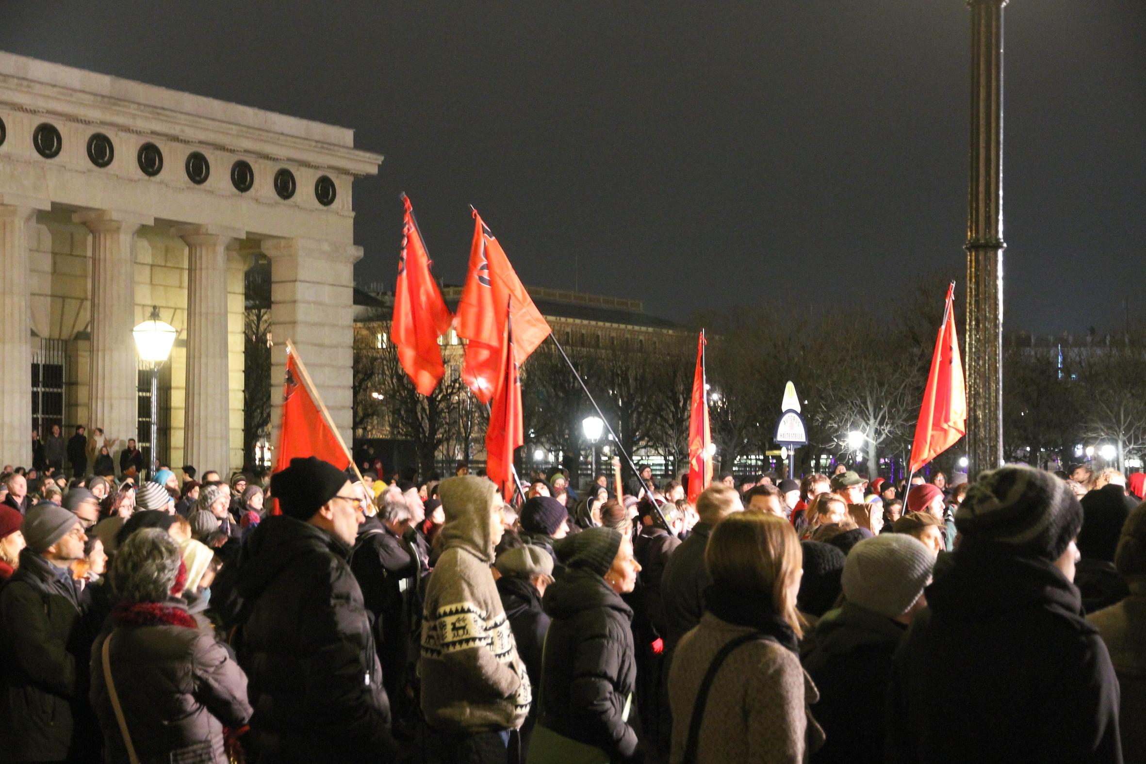 Demo Gegen Akademikerball, Heldenplatz.JPG