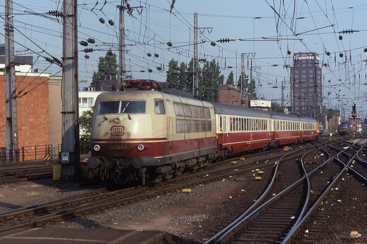 09.05.90 Köln Hbf 103.189 (12952438124).jpg
