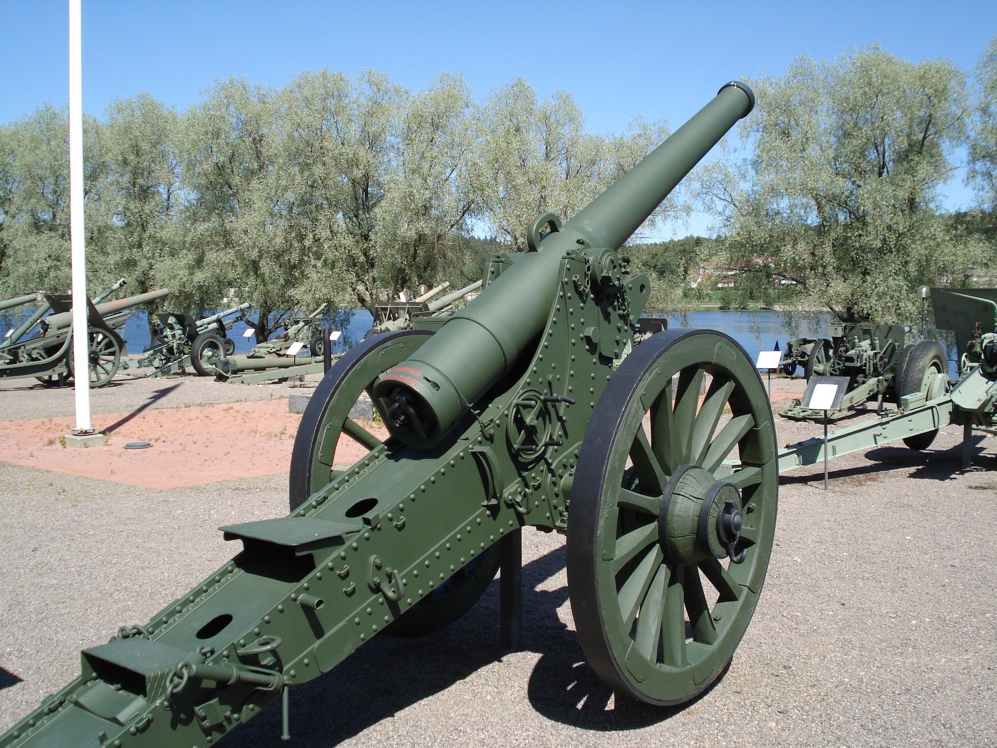 120K78-16_cannon_Hameenlinna_2.jpg