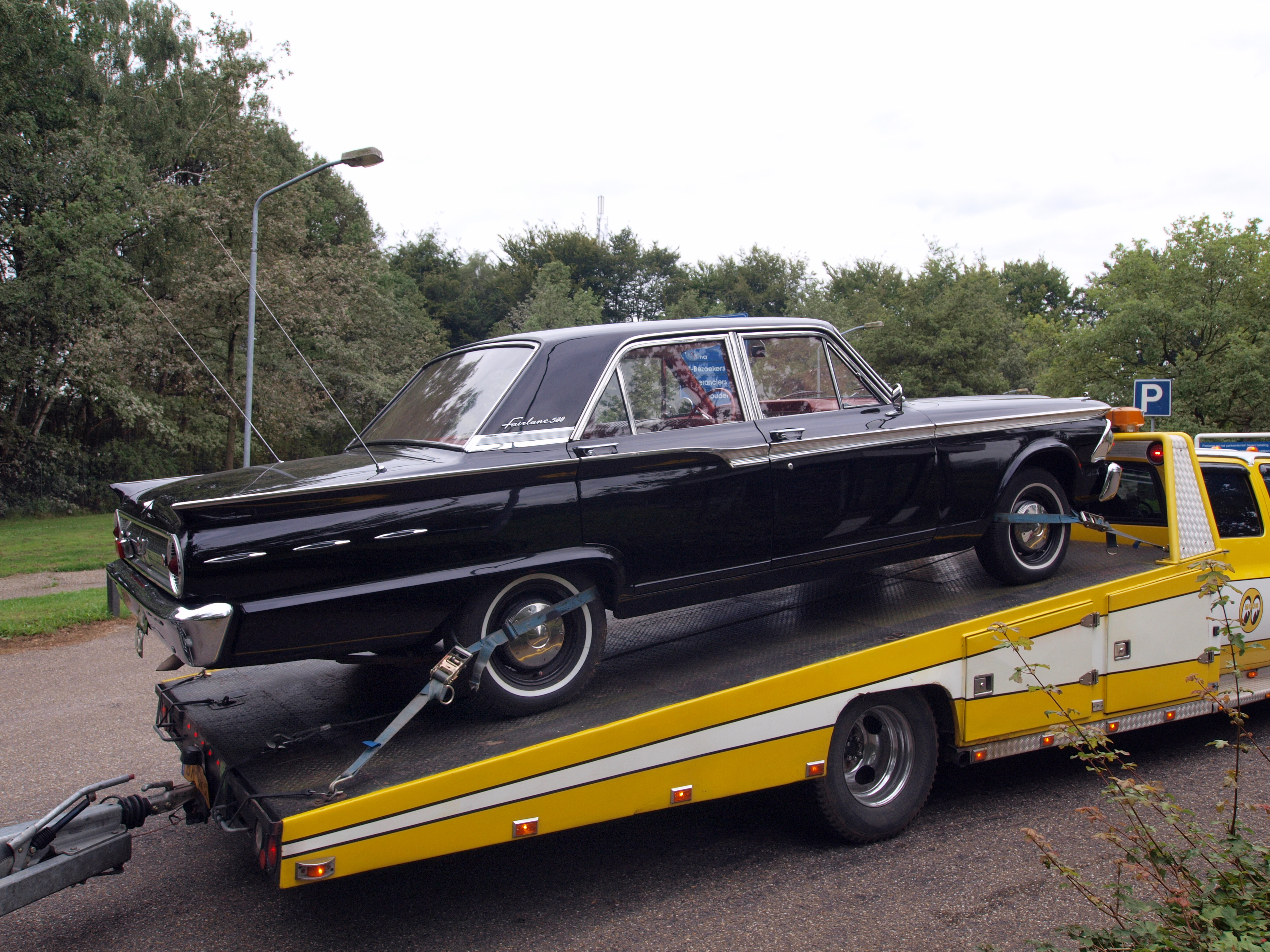File:1962 Ford Fairlane, Dutch licence registration AE-11-32 pA.JPG ...