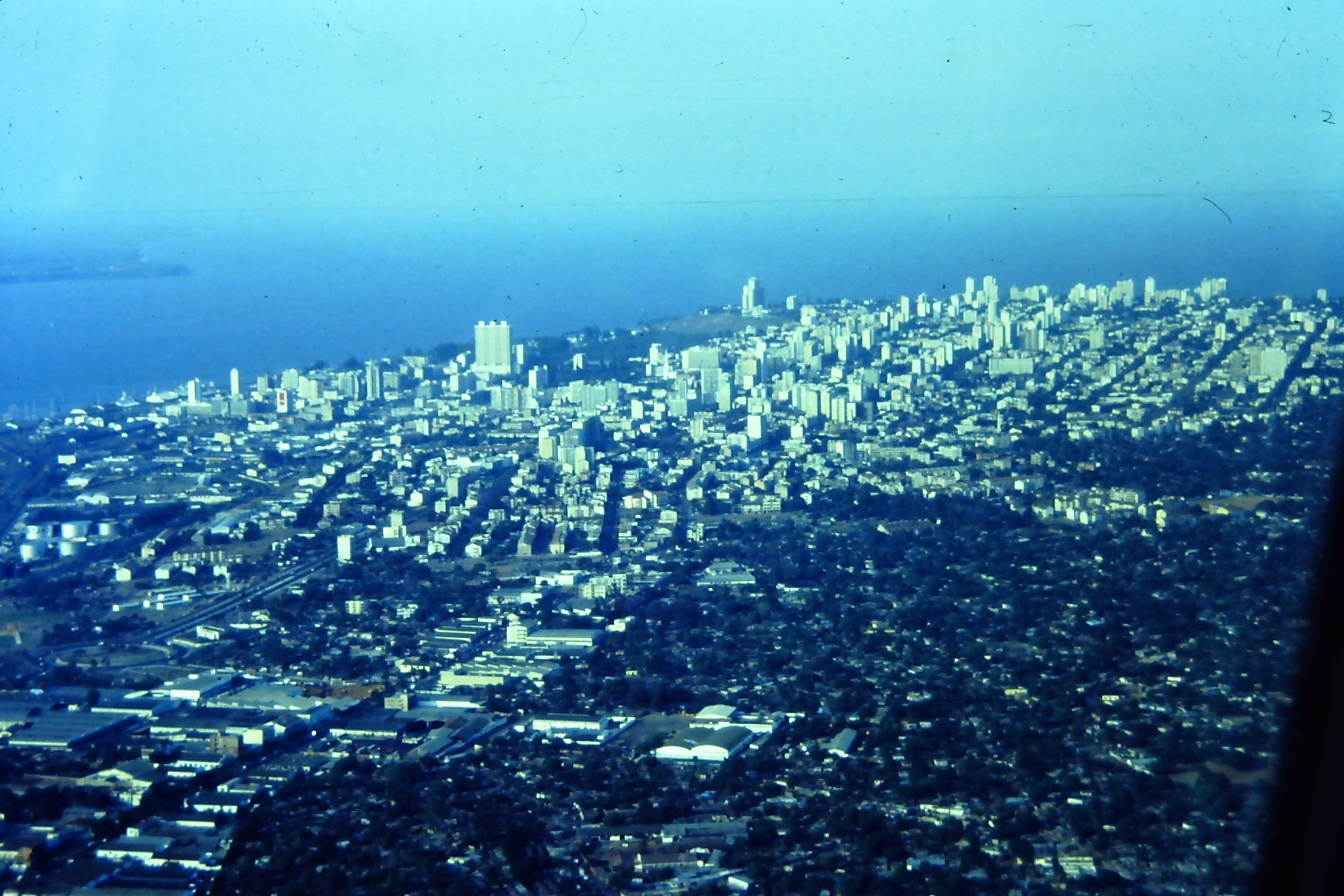Description 1990s aerial Maputo Mozambique 6331087036.jpg