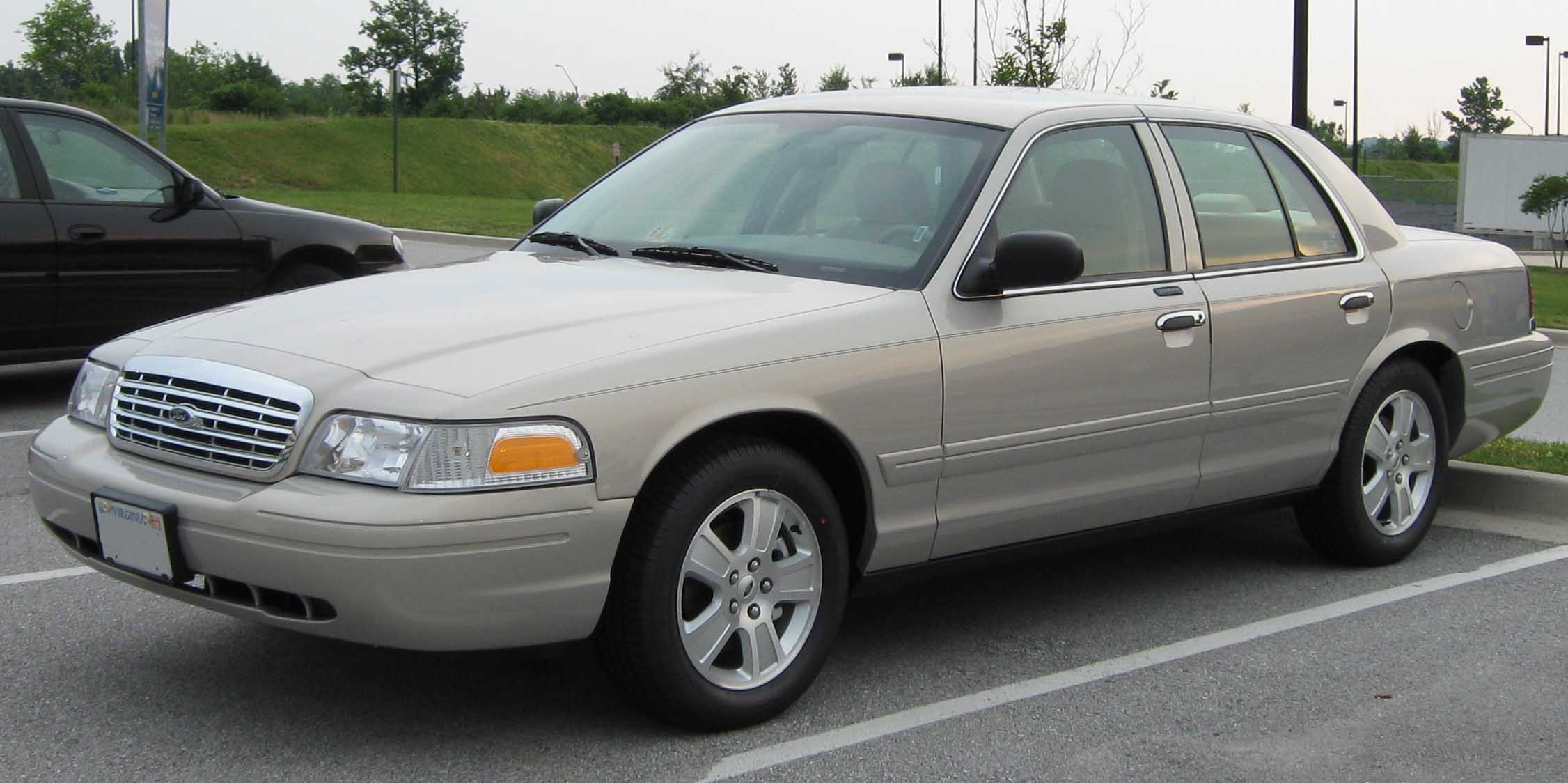 2007_Ford_Crown_Victoria_LX.jpg