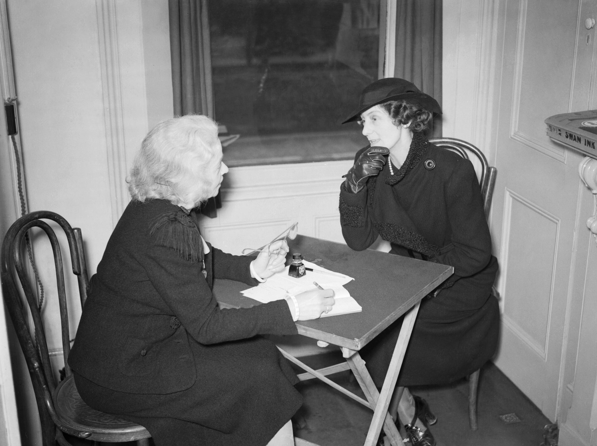 A widow of a civil servant seeks advice about her delayed pension from a volunteer at the Citizens' Advice Bureau in Croydon, 1940. D522