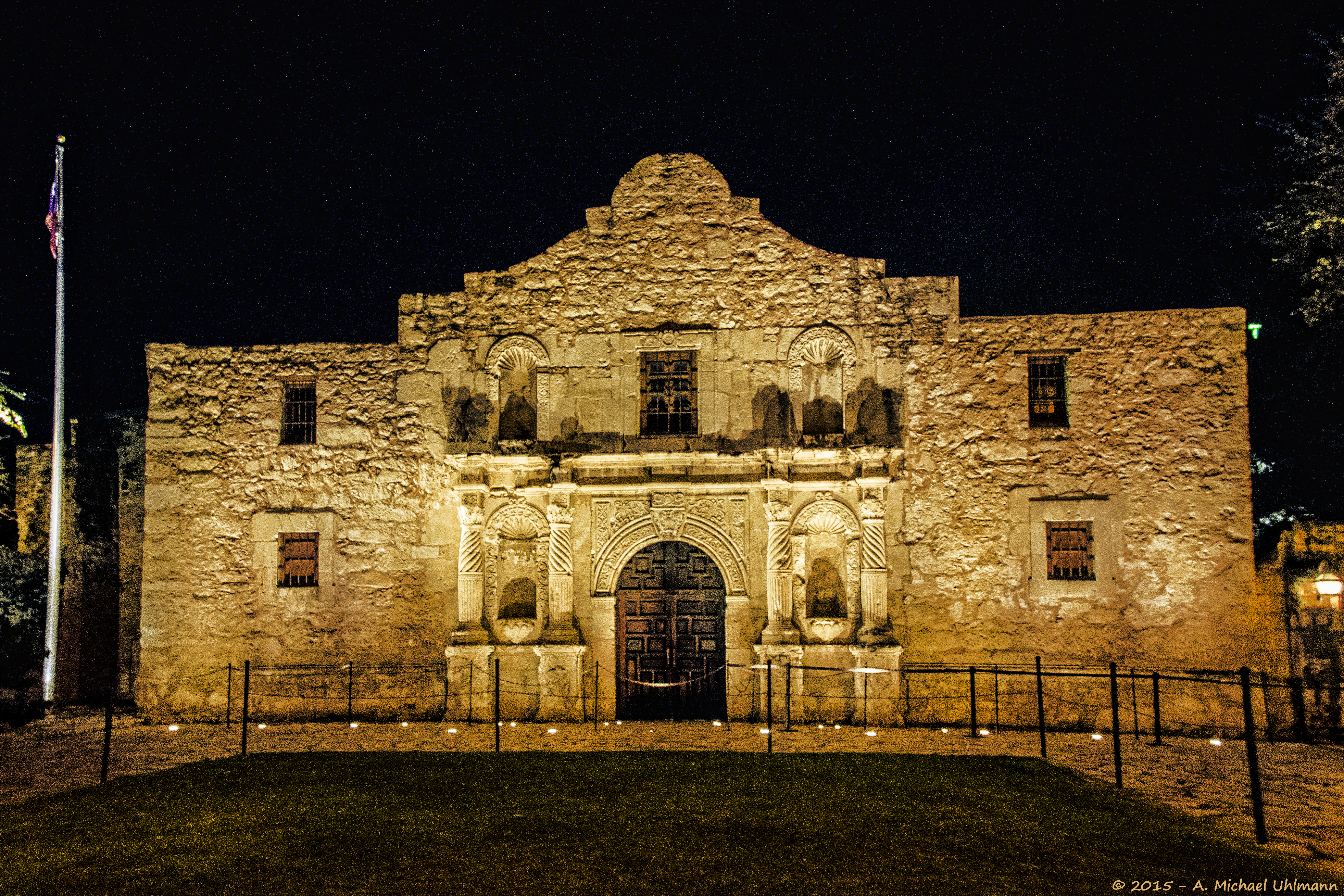 Alamo Mission San Antonio at Night.jpg