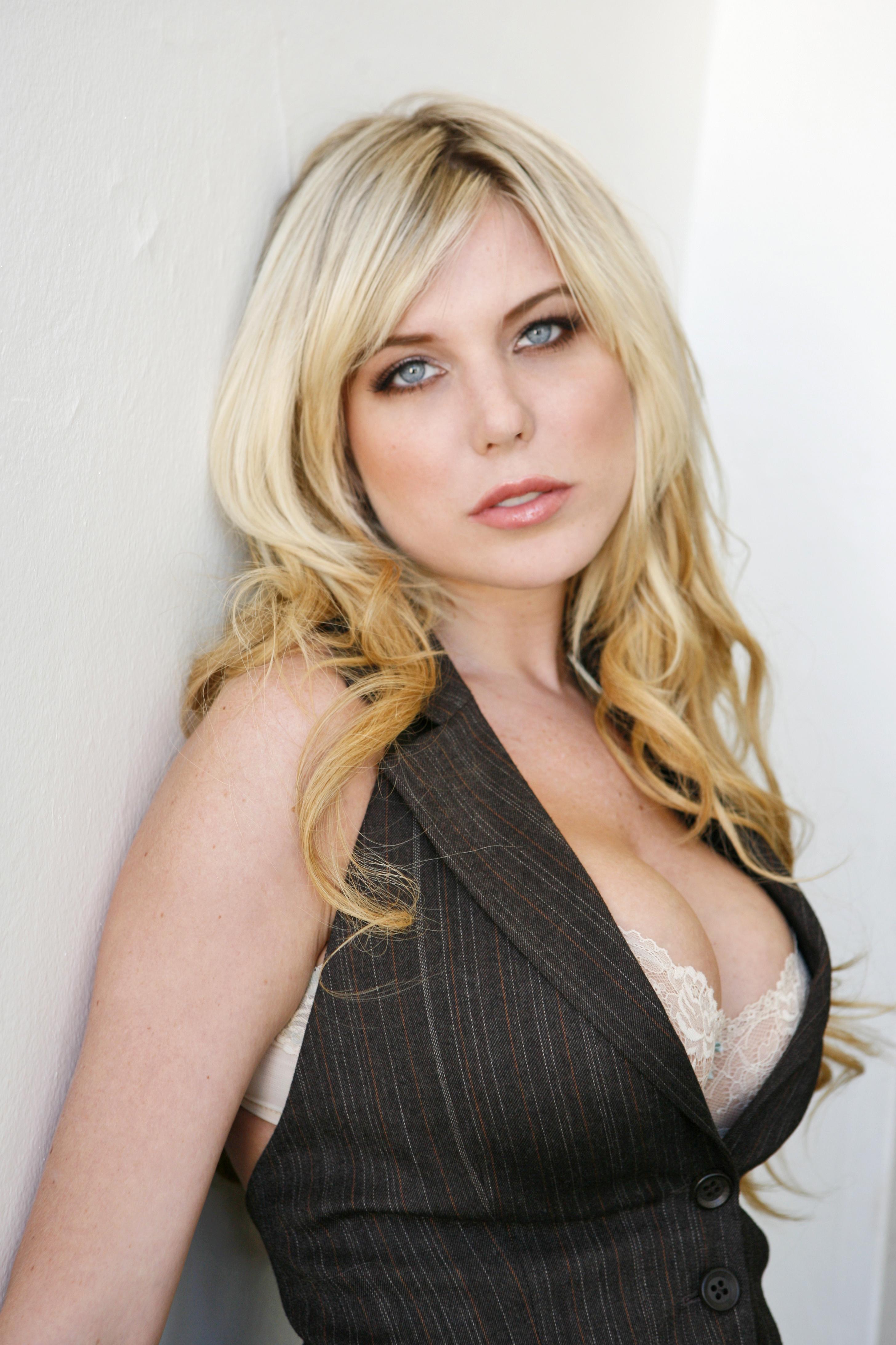 Alyssa Nicole Pallett Sexy Canadian Glamour Model