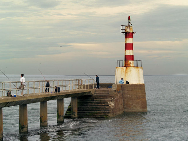 Amble south pier lighthouse. - geograph.org.uk - 497379