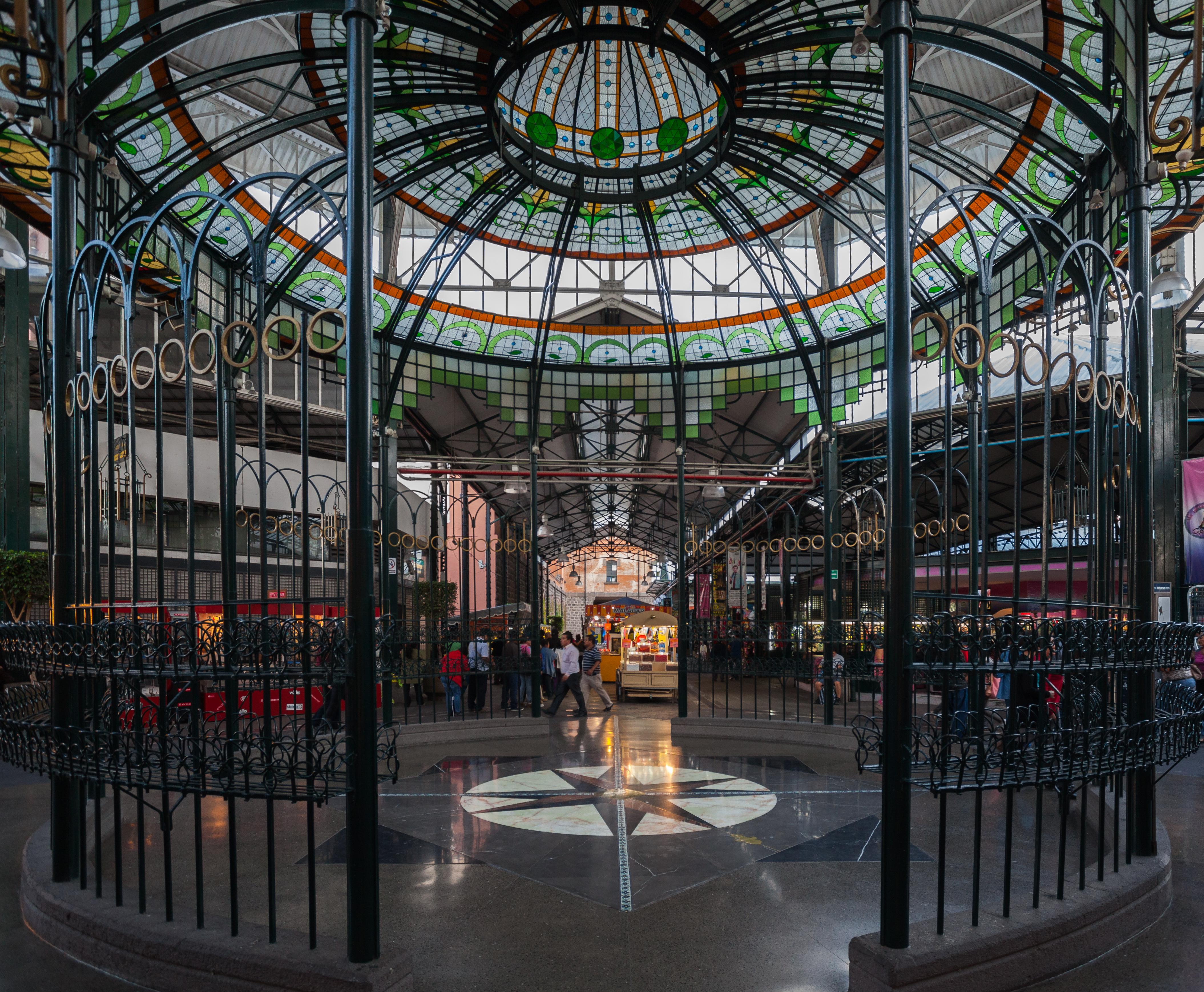 interior del mercado La Victoria
