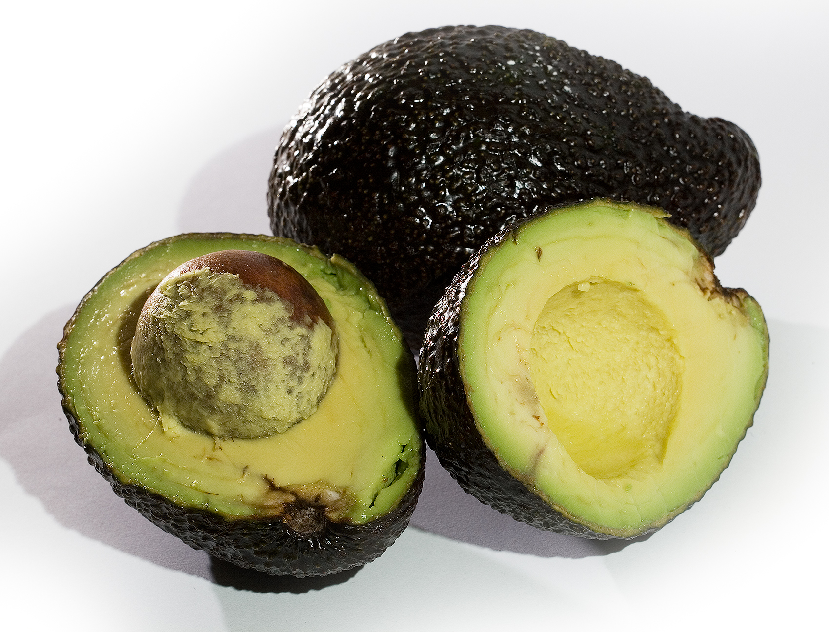 File:Avocado Whole and Crossection.jpg - Wikipedia
