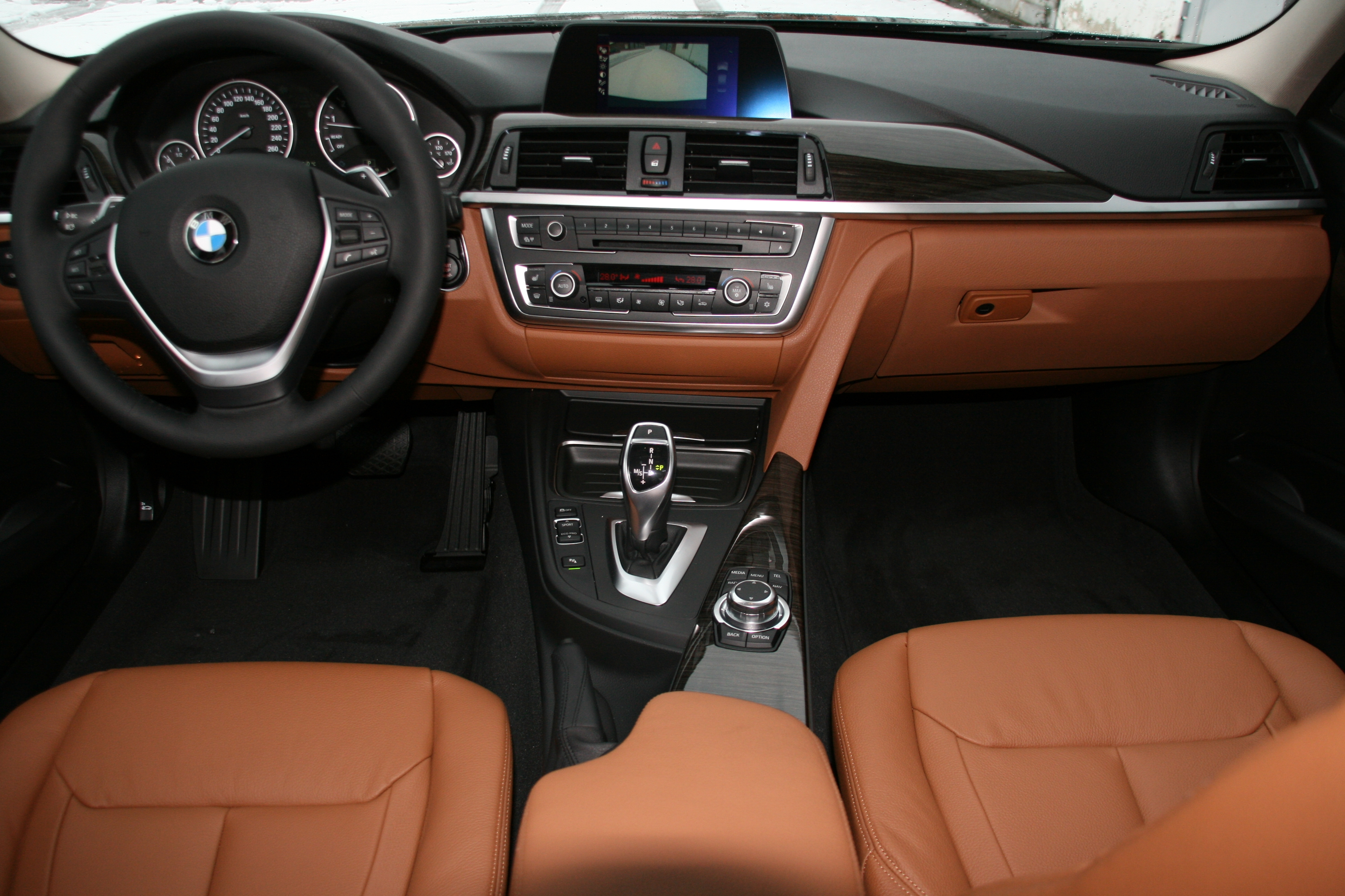 Description BMW 328i F30 2012 Armaturenbrett.jpg