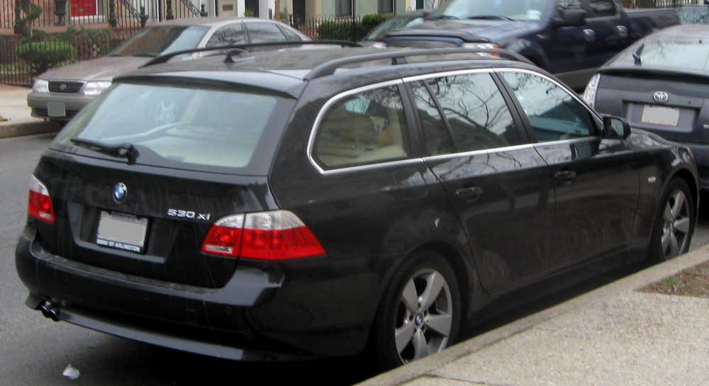File:BMW 530xi wagon.jpg - Wikimedia Commons