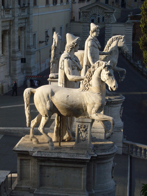File:Campidoglio - Dioscuri all'alba 1050290.JPG - Wikimedia Commons