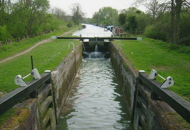 Canal Lock, Kennet Canal at Great Bedwyn - geograph.org.uk - 1470881