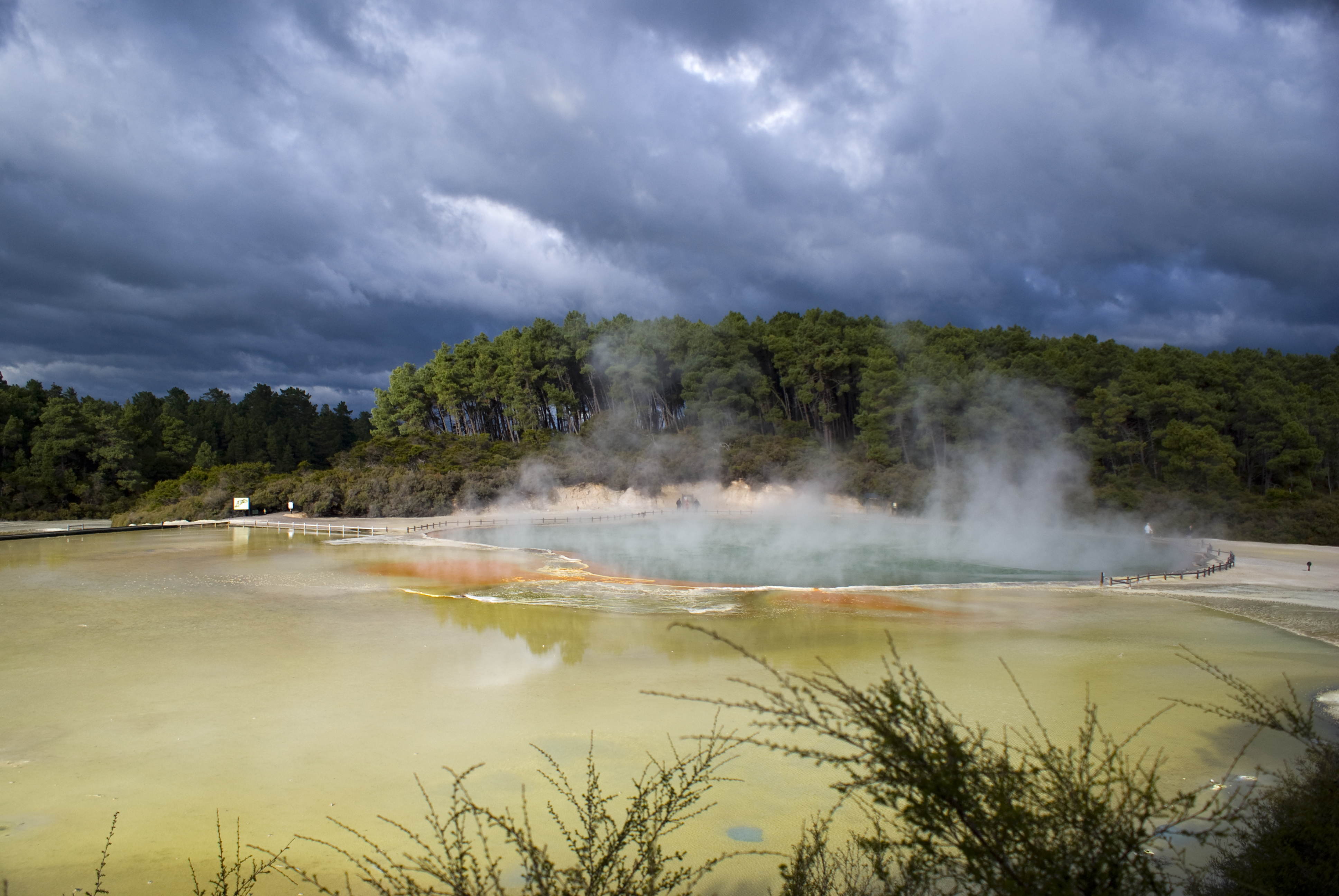 The Champagne Pool = New Zealand's Stunning Geothermal Wai-O-Tapu ...