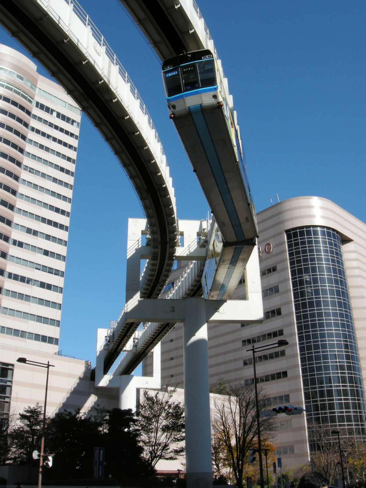 1号線千葉 - 市役所前間を走行する電車 千葉都市モノレール1号線 - Wikipedia