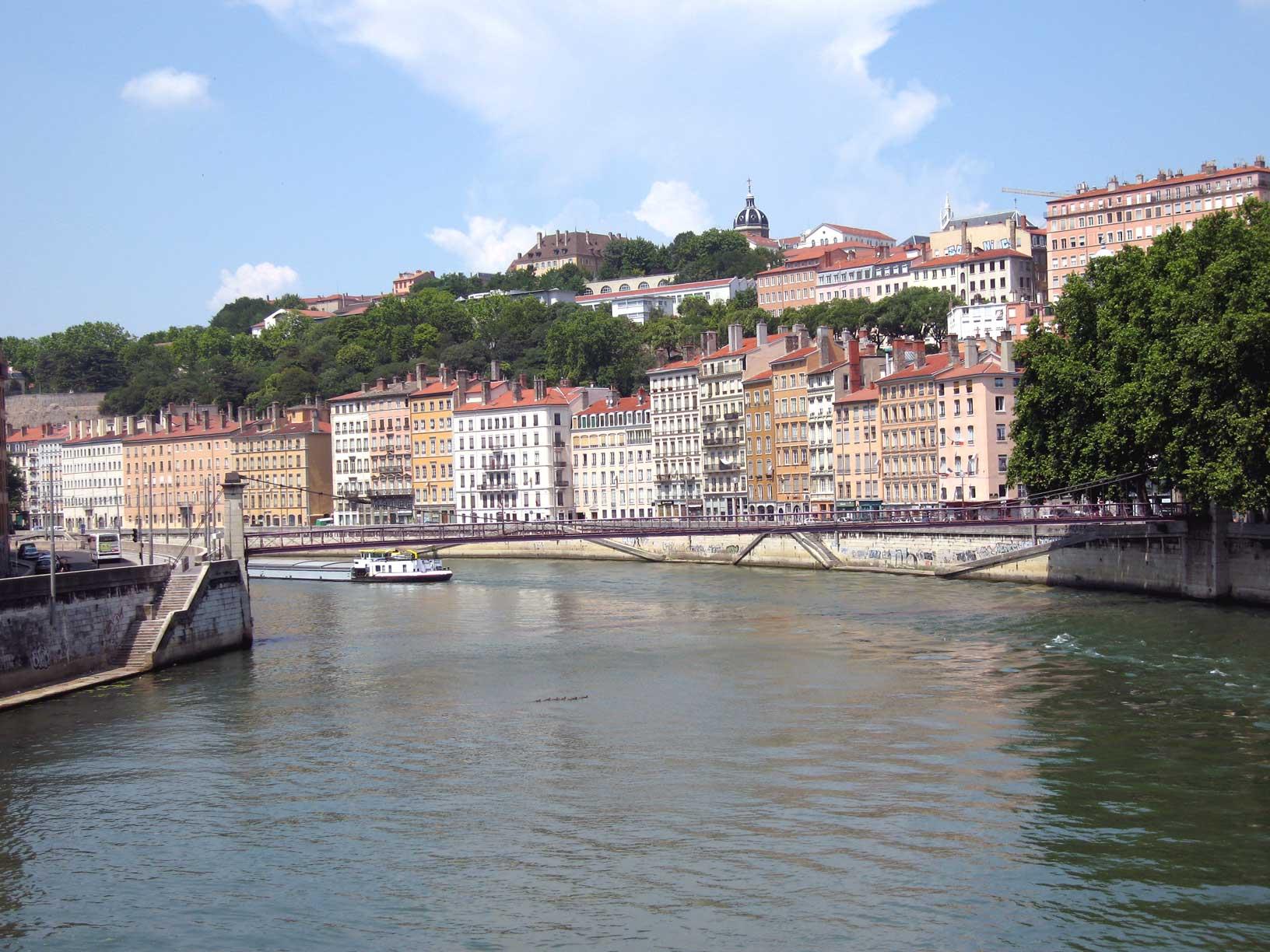 http://upload.wikimedia.org/wikipedia/commons/f/fa/Colline-de-la-croix-rousse-.jpg