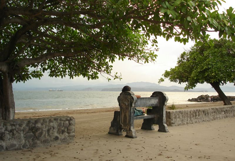 Costa Rica Puntarenas Vista de la Playa-Paseo de los Turistas.jpg