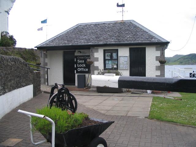 Crinan Canal sea lock office - geograph.org.uk - 828801