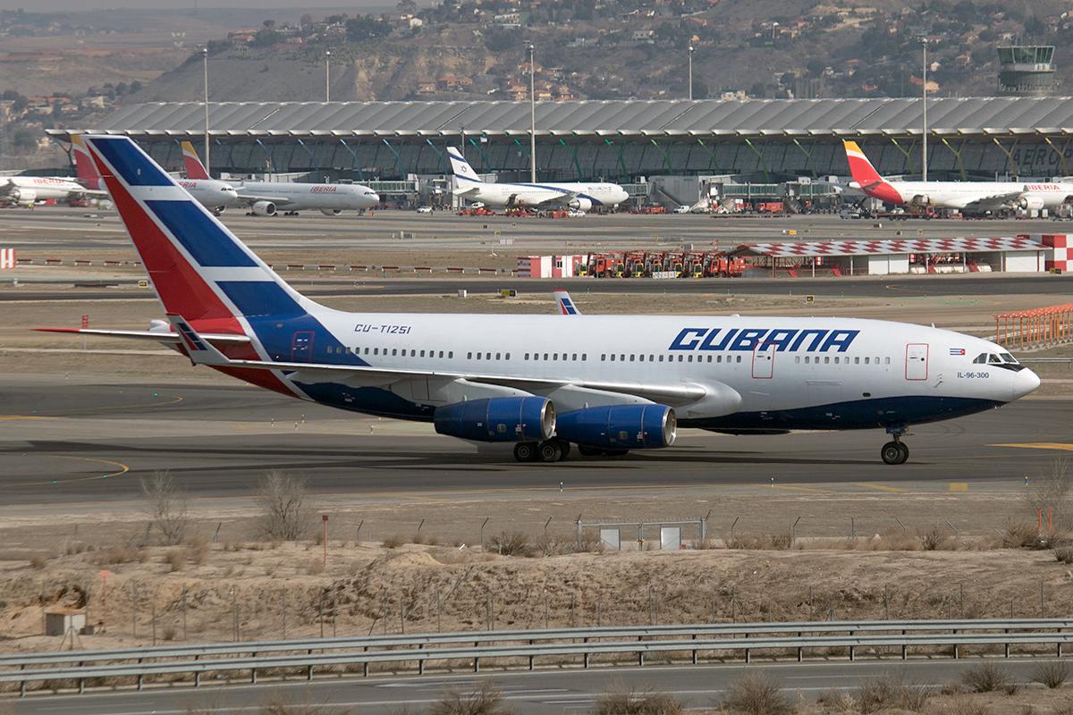 File Cubana De Aviación Ilyushin Il 96 300 Jp8863760 Jpg Wikimedia Commons