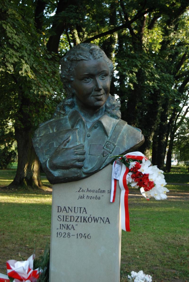 """Pomnik Danuty Siedzikówny """"Inki"""""""