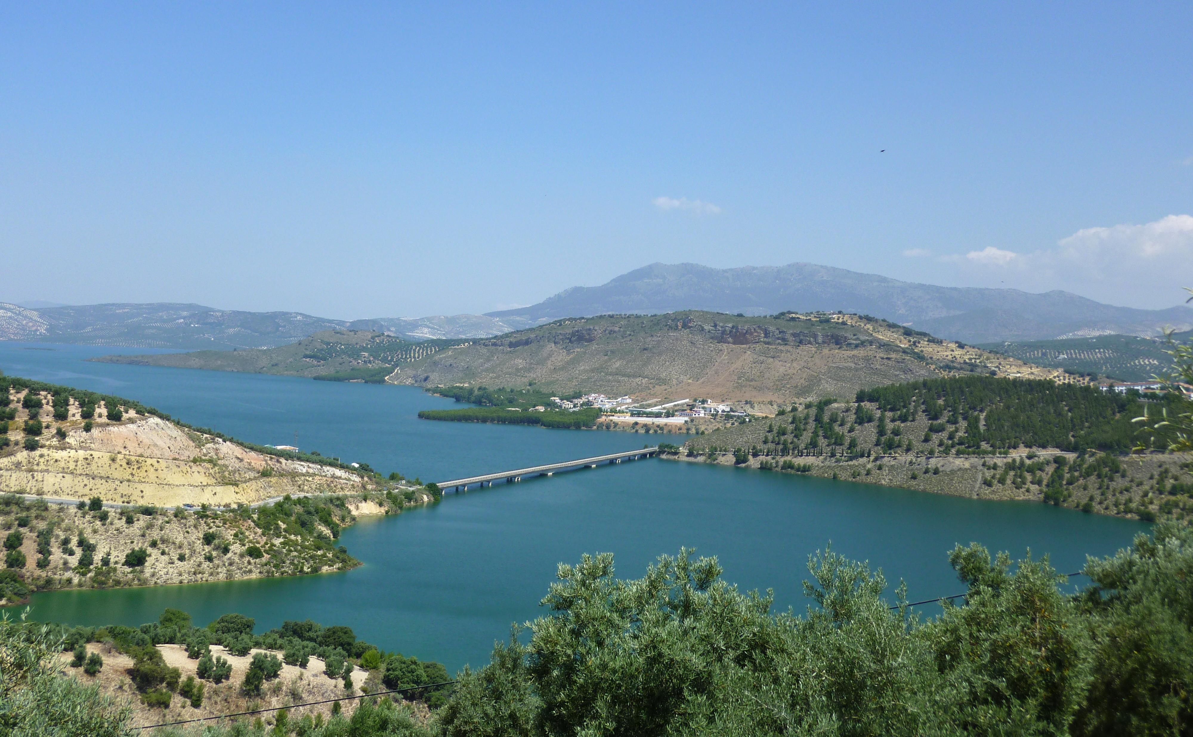 Embalse de Iznájar - Wikipedia, la enciclopedia libre