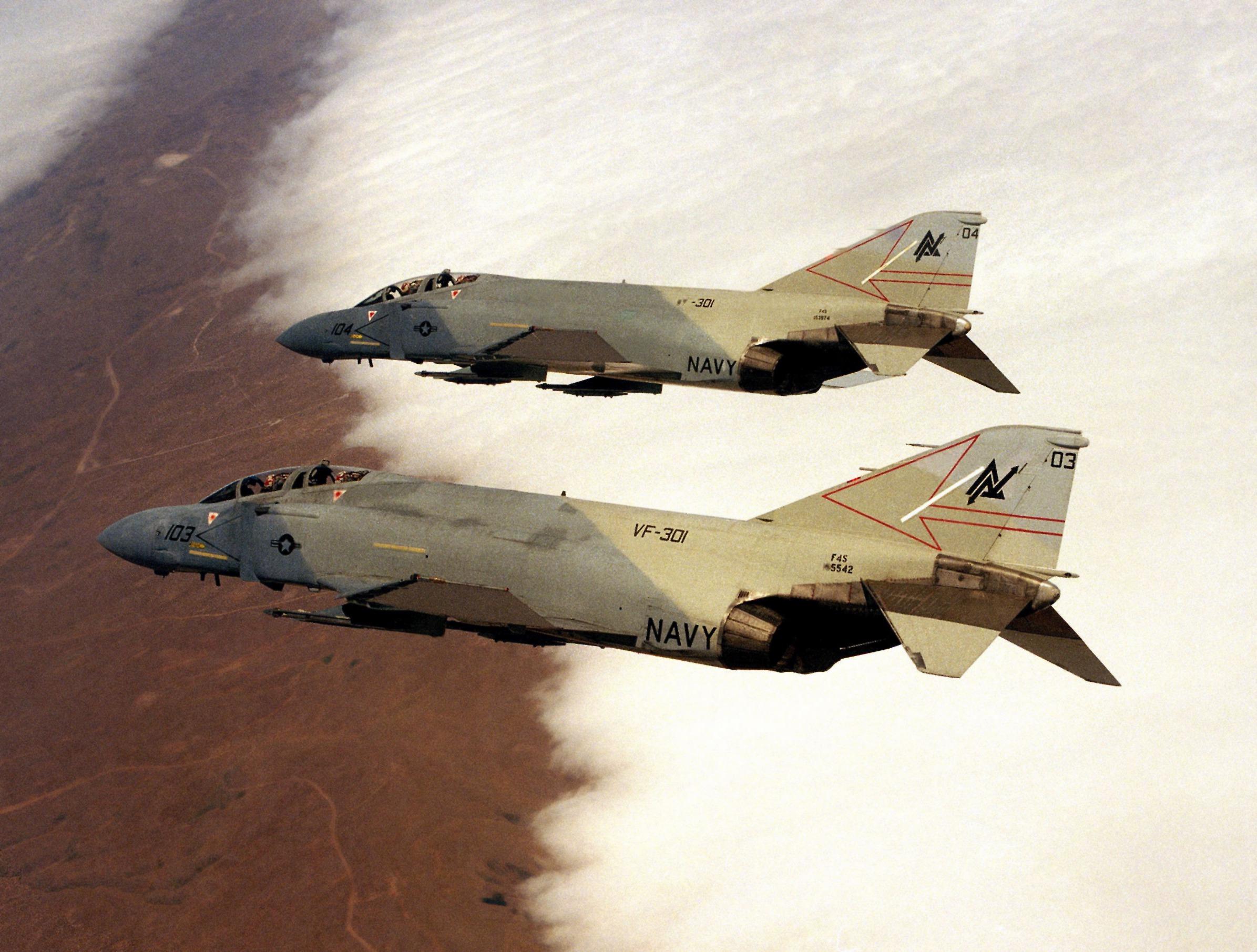 Ο ΑΓΝΩΣΤΟΣ ΚΥΡΙΟΣ KEITH FERRIS F-4S_VF-301_in_flight_1984
