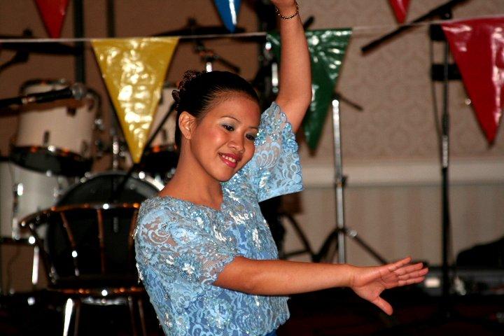 Fichier:Filipina dance.jpg