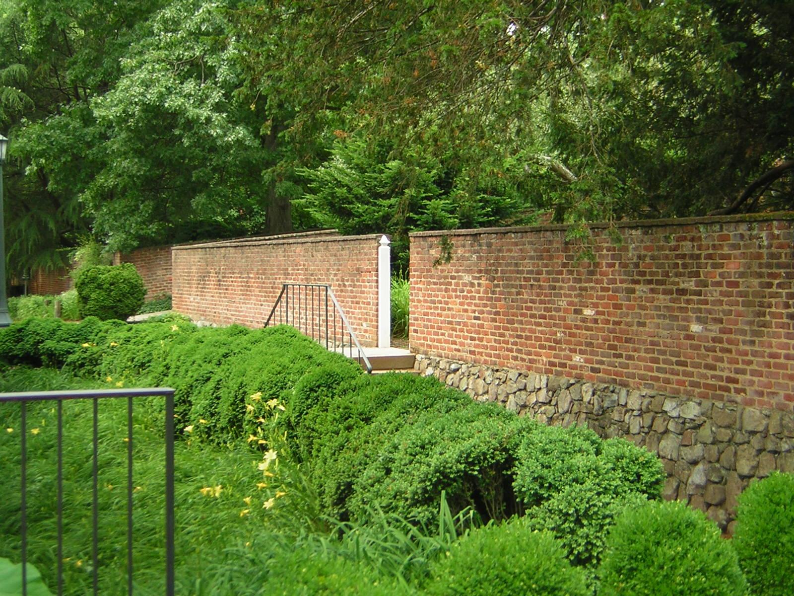 File Garden Wall Uva Pavilion Ii Wikimedia Commons