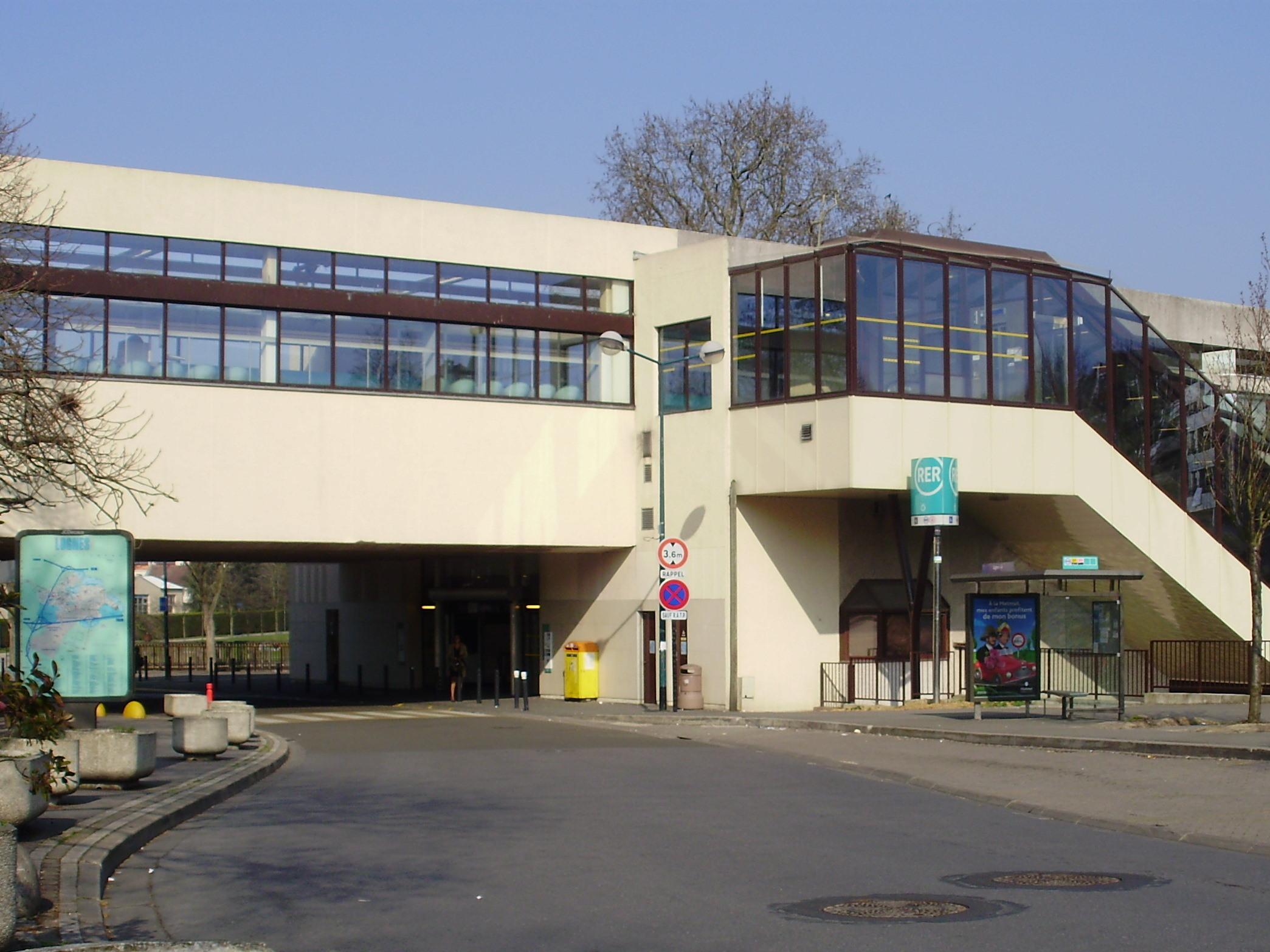 File gare de lognes wikimedia commons - Bureau de change gare lille europe ...