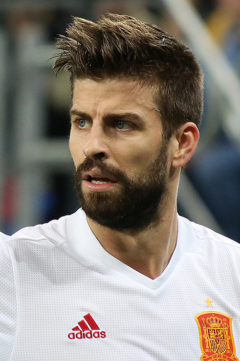 The 31-year old son of father Joan Piqué and mother Montserrat Bernabeu, 192 cm tall Gerard Piqué in 2018 photo