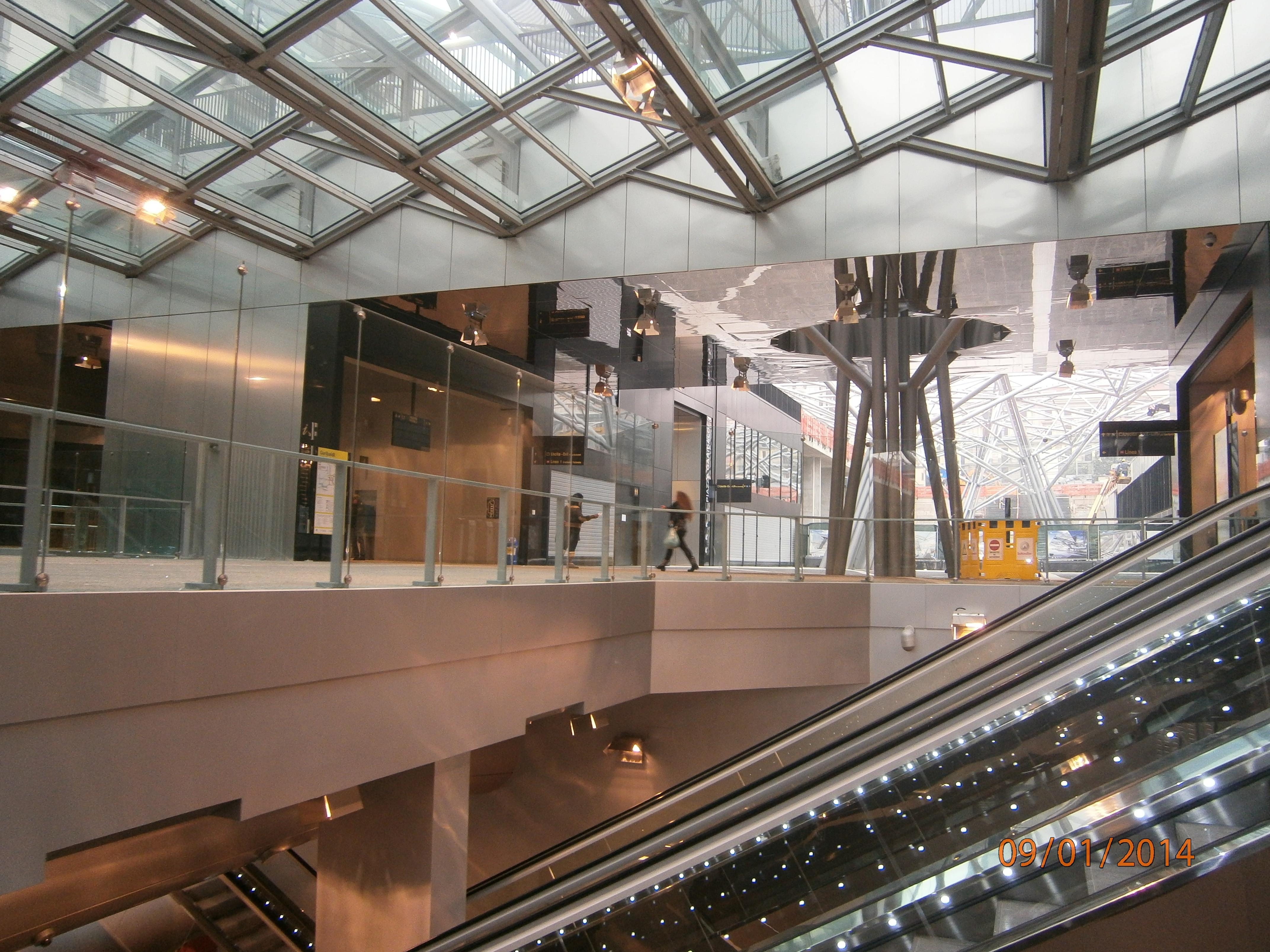 File interno della stazione garibaldi della linea 1 della - Stazione porta garibaldi mappa ...