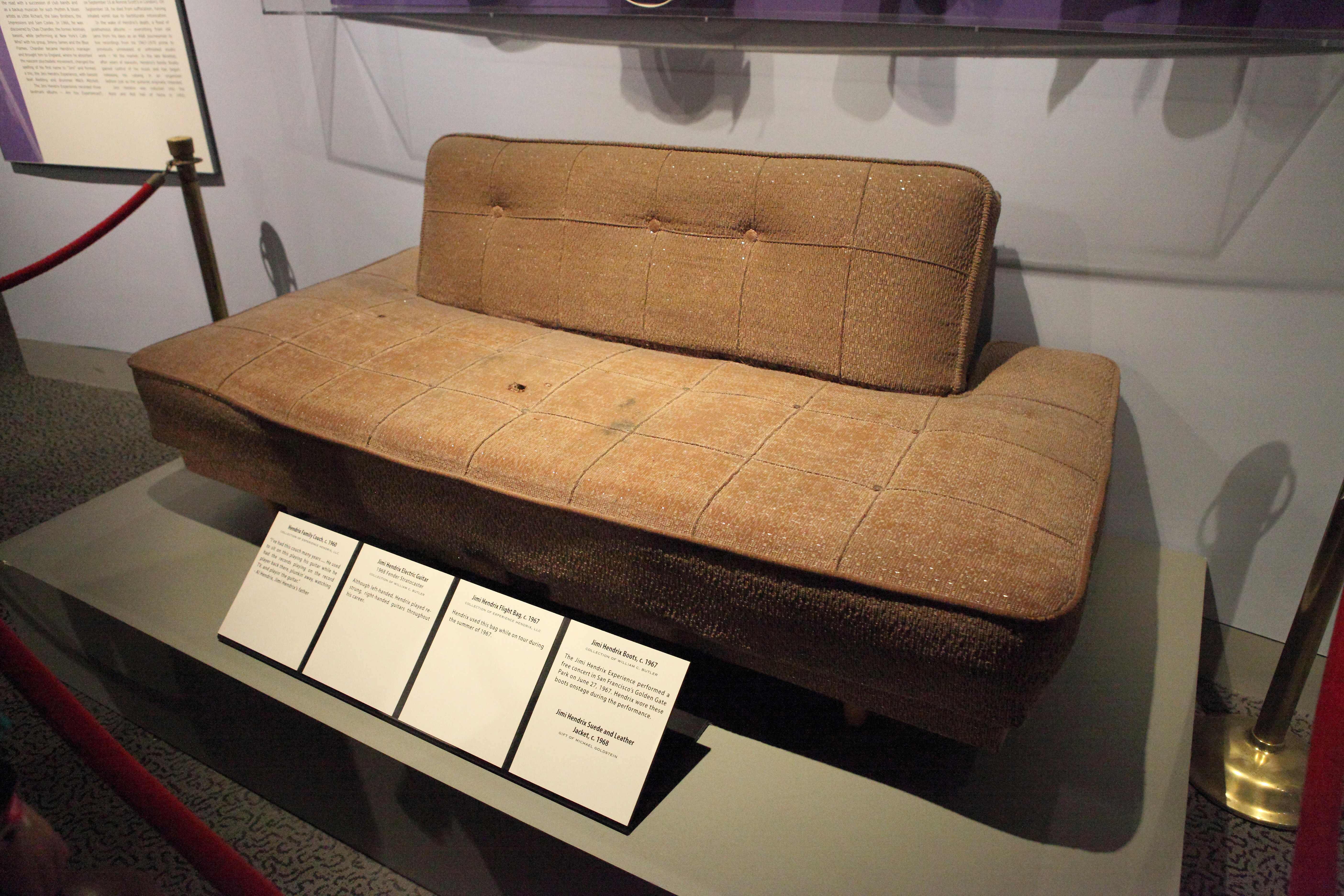 File:Jimi Hendrixu0027s Couch   Rock And Roll Hall Of Fame (2014 12