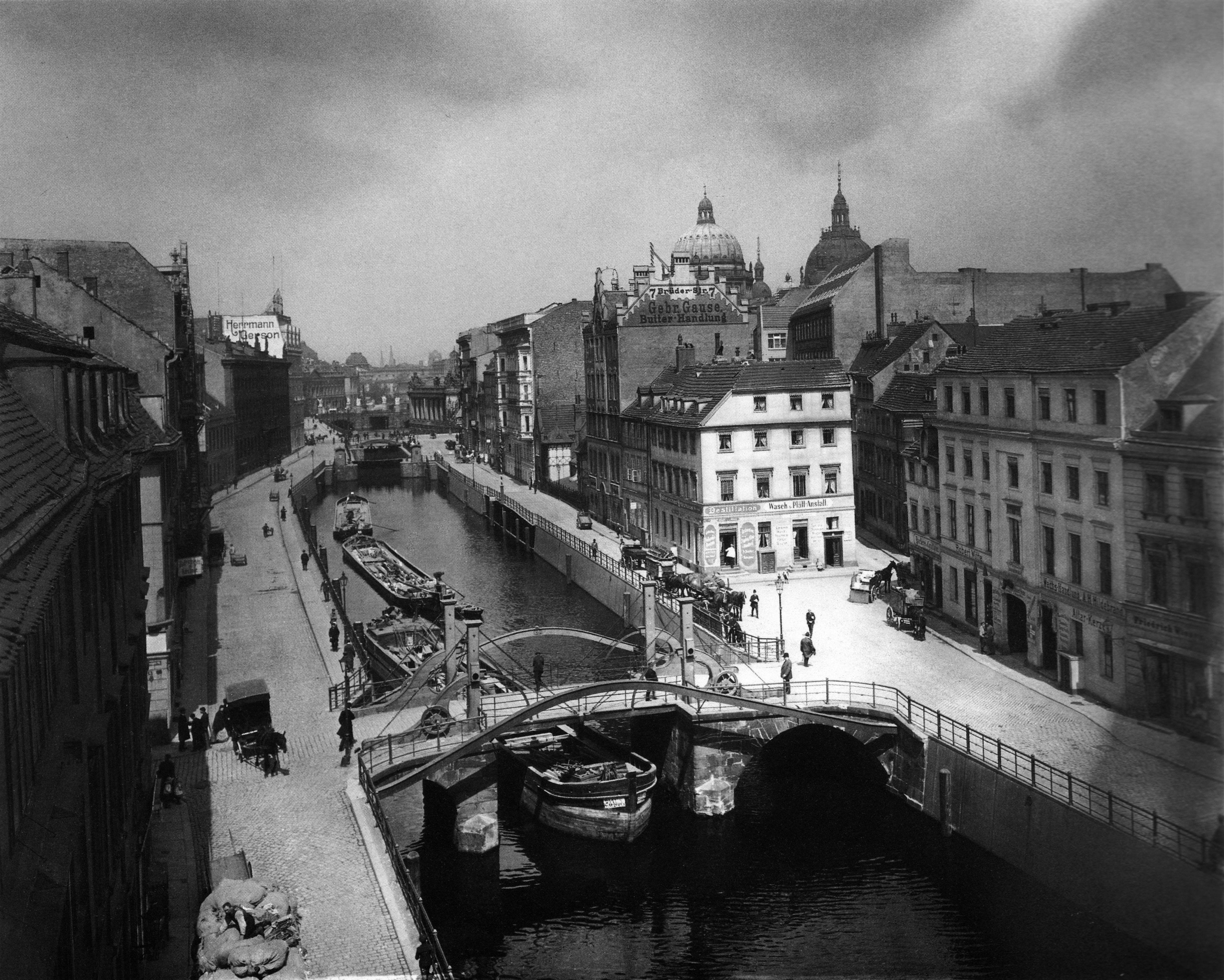 Jungfernbrücke, Berlin 1909.jpg