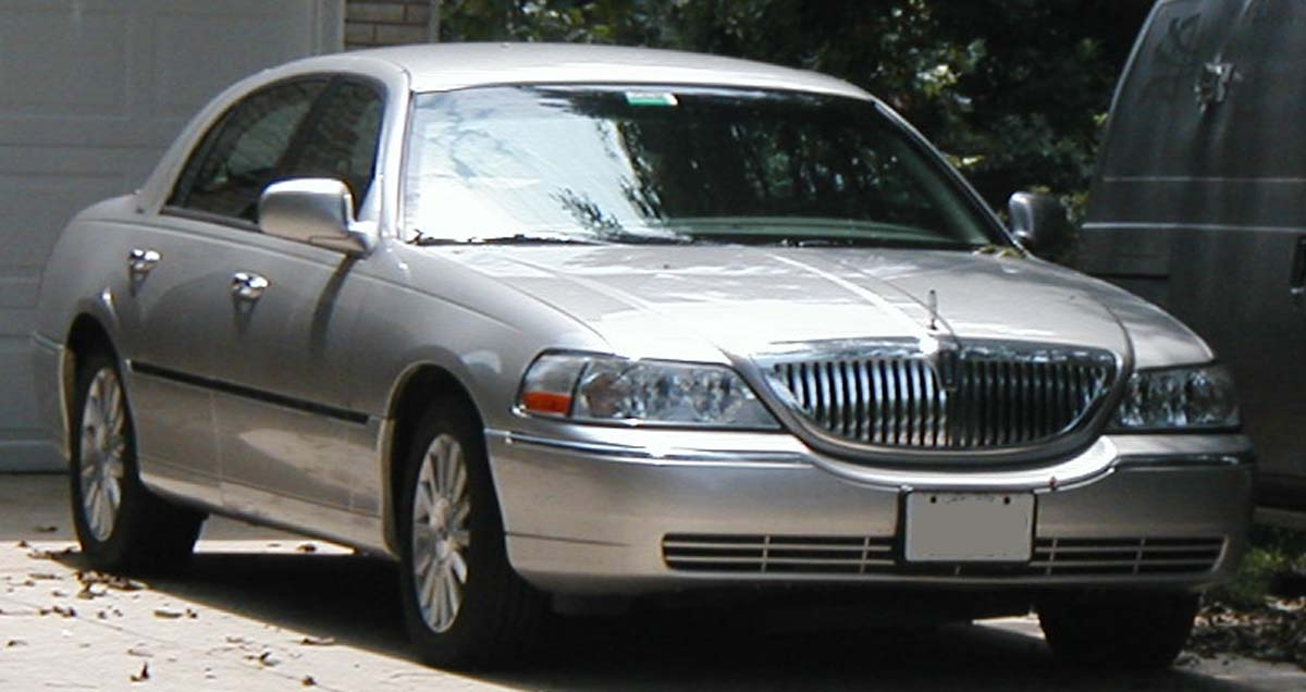 File Lincoln Town Car Jpg Wikimedia Commons