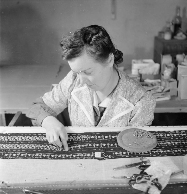 File London Fashion Designers The Work Of Members Of The Incorporated Society Of London Fashion Designers In Wartime London England Uk 1944 D23065 Jpg Wikimedia Commons