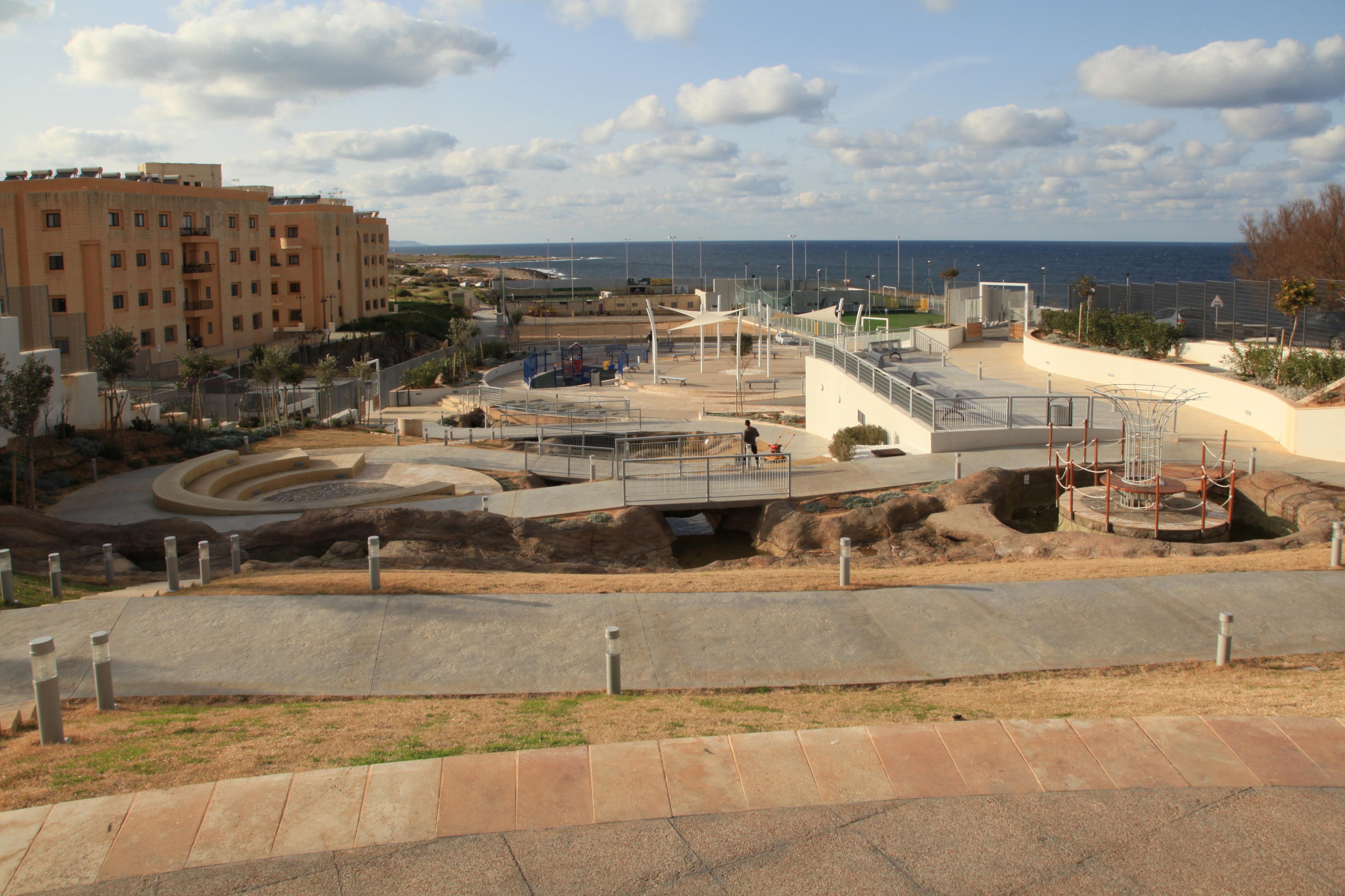 File:Malta - Pembroke - Triq Pietro D\'Armenia - Pembroke Gardens 05 ...