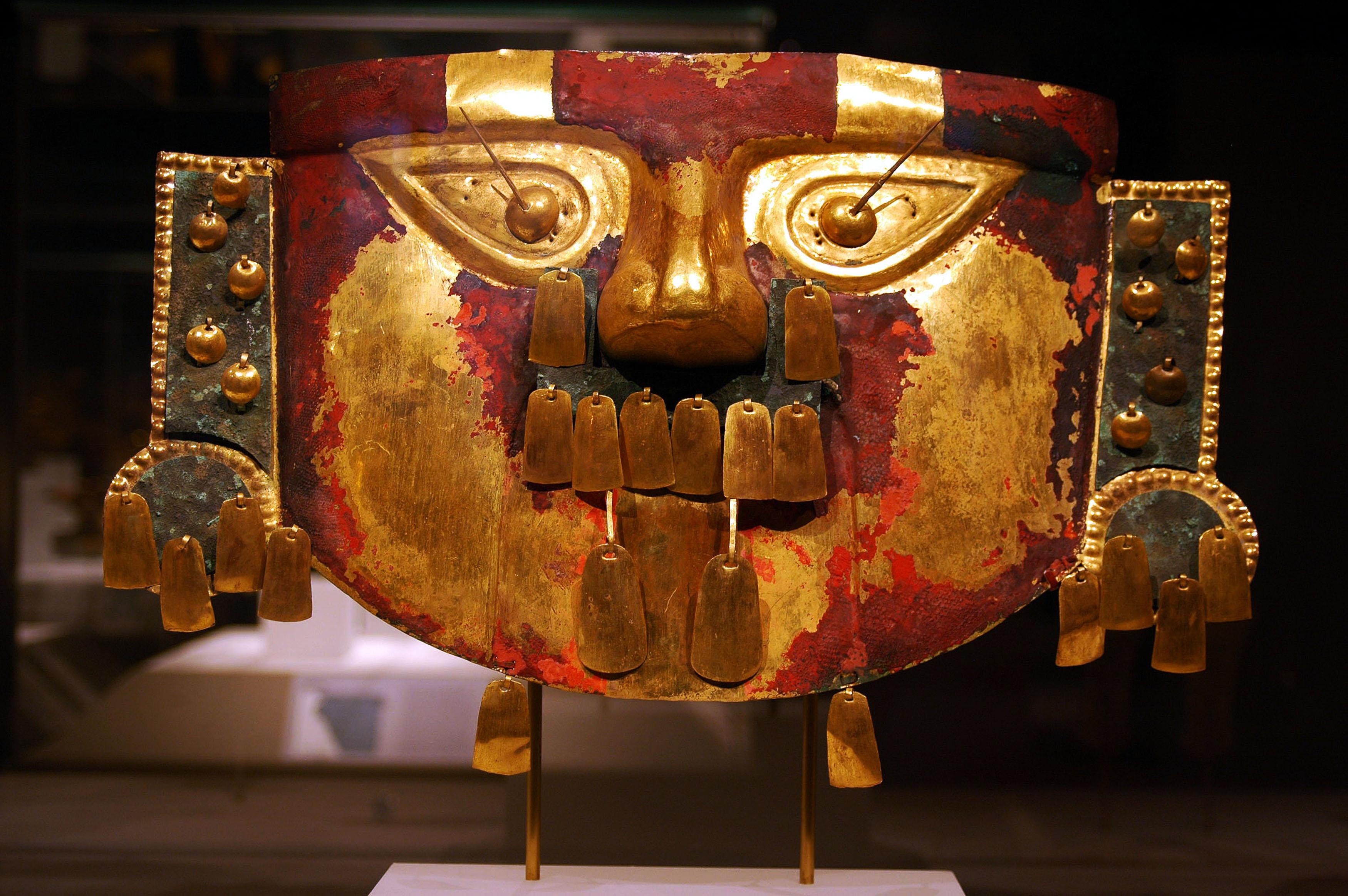 Mascara lambayeque ( museo de Sican).jpg