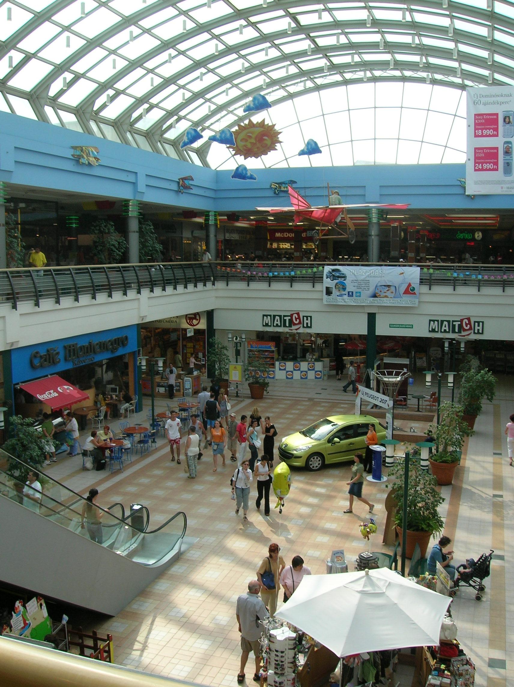 Miskolc Plaza - Wikipedia 8439f09ec8