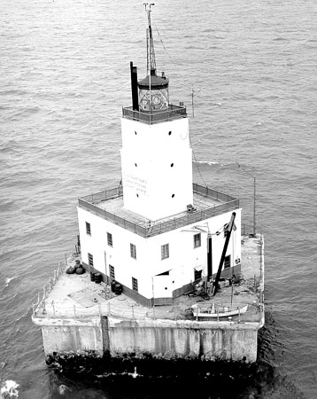 Nearest Service Station >> North Manitou Shoal Light Station - Wikipedia
