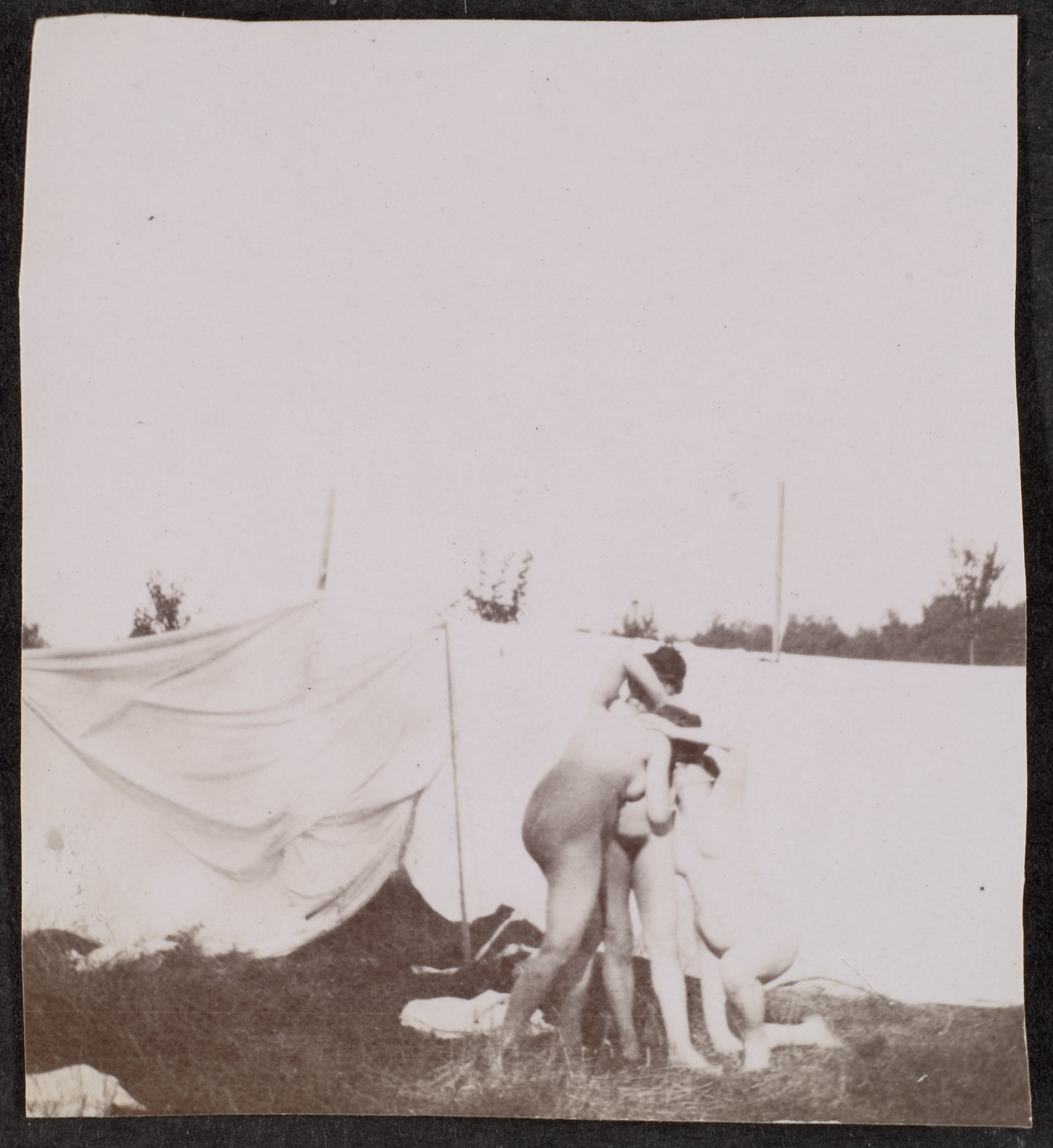 File:Nude Models Posing for a Painting Class 2 by Adolf de Meyer 1890.